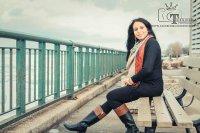 kobieta nad brzegiem morza